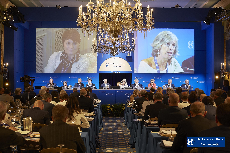 """Forum """"Lo Scenario di oggi e di domani per le strategie competitive"""" 2016"""