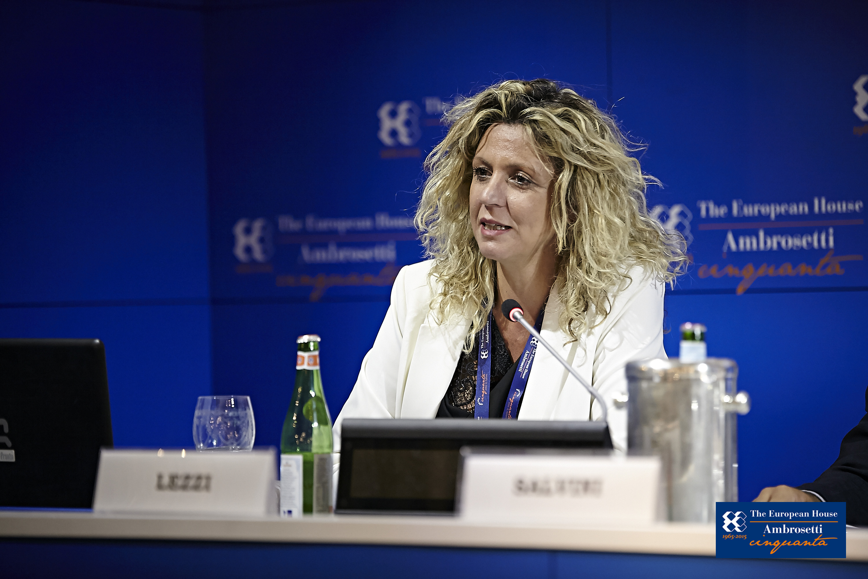 """Forum """"Lo Scenario di oggi e di domani per le strategie competitive"""" 2015"""