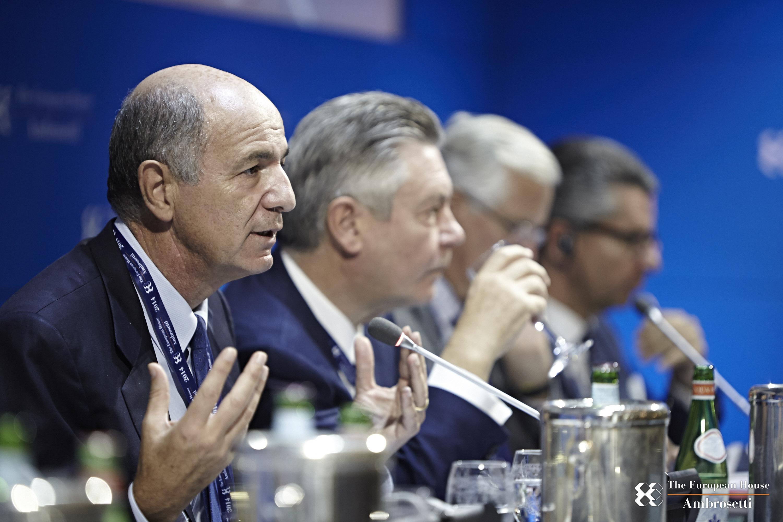 """Forum """"Lo Scenario di oggi e di domani per le strategie competitive"""" 2014"""